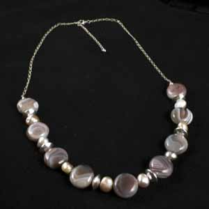 FRESHWATER PEARL AND AGATE NECKLACE